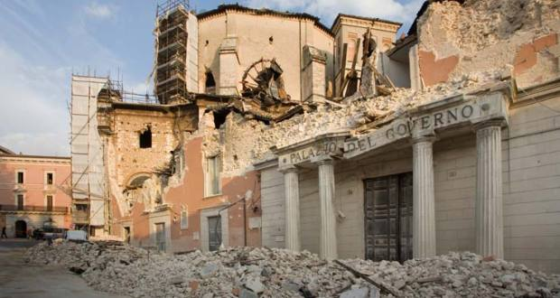 laquila_terremoto_6_aprile_palazzo_governo