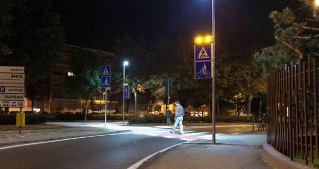 attraversamento pedonale illuminato